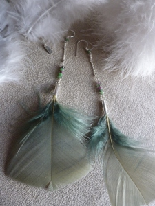 BOUCLES D'OREILLES PLUMES, COLLECTION INDIAN COLORS Ô plum